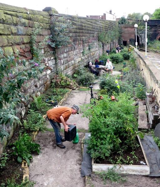 metal-edge-hill-station-garden